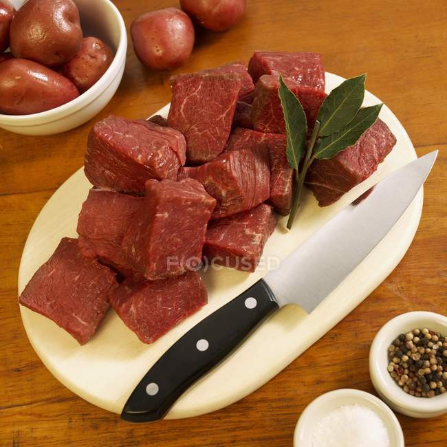 Raw beef cubes on Cutting Board — Stock Photo