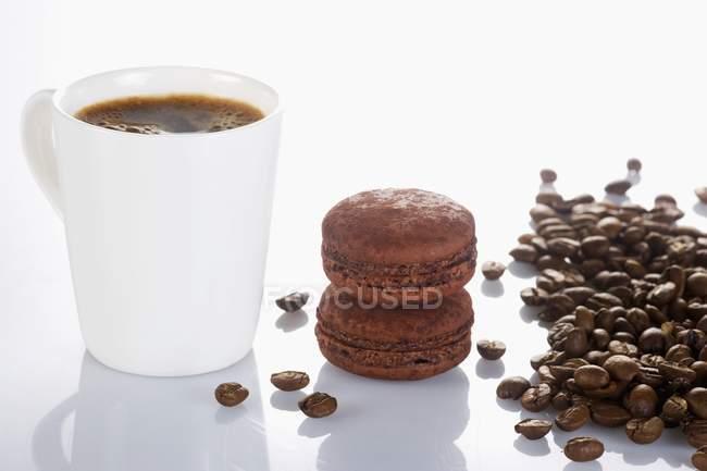 Coffee and chocolate macaroons — Stock Photo