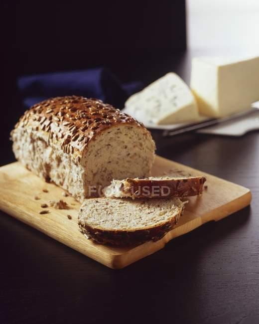 Нарізаний хліб Multi зерна — стокове фото