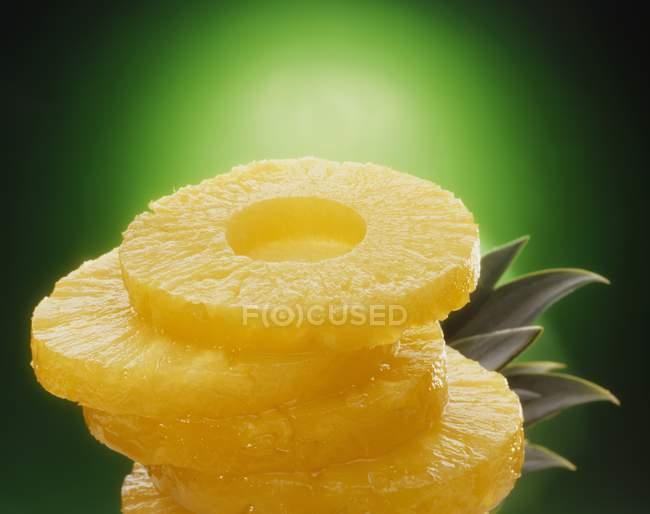 Cinq tranches d'ananas — Photo de stock