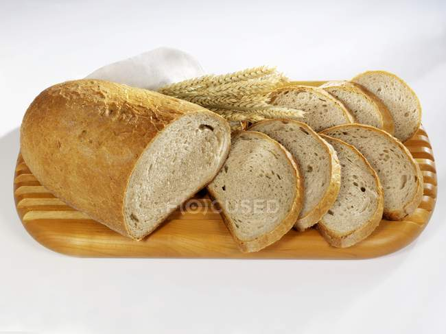 Partly sliced loaf of bread — Stock Photo