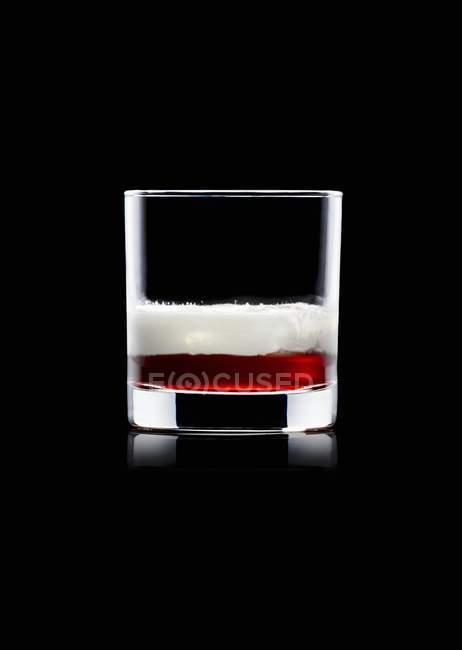 Напитки из кофейного ликера и водки — стоковое фото