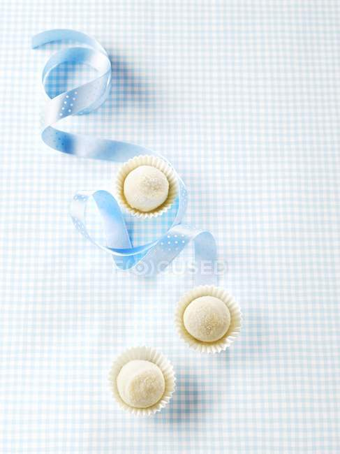 White chocolate truffles — Stock Photo