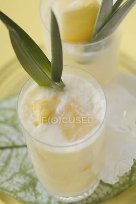 Fruchtige Ananas-Getränke — Stockfoto