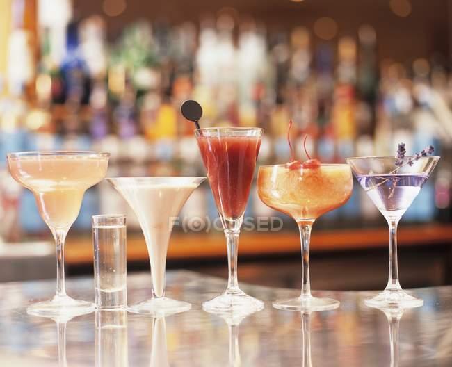 Асорті тропічні коктейлі — стокове фото