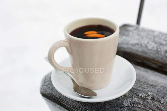 Hot punch in white cup — Stock Photo