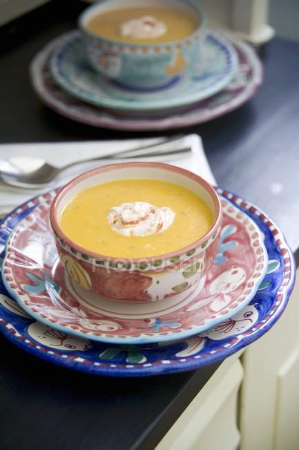 Pfeffersuppe mit Chilisauerrahm — Stockfoto
