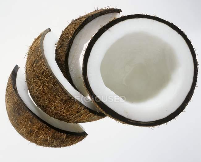 Нарезанный свежий кокосовый — стоковое фото