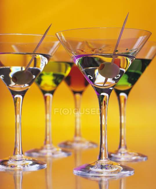 Martini cocktails with olives — Stock Photo