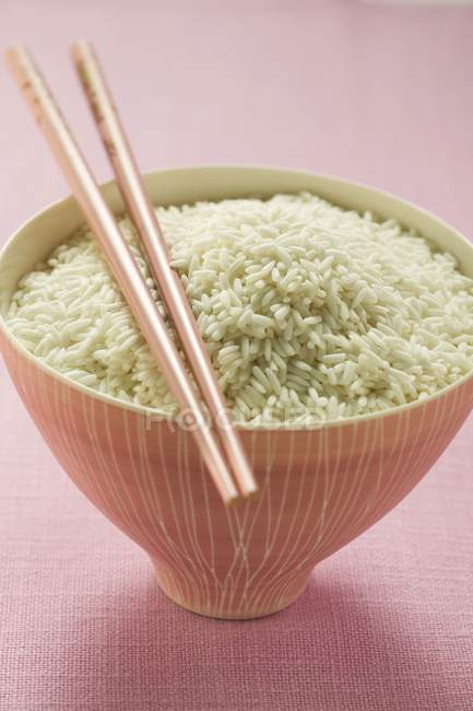 Klebriger Reis in rosa Schüssel — Stockfoto
