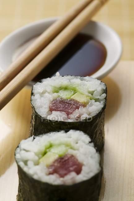 Maki sushi with tuna and soy sauce — Stock Photo