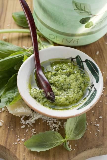 Песто с оливковым маслом — стоковое фото