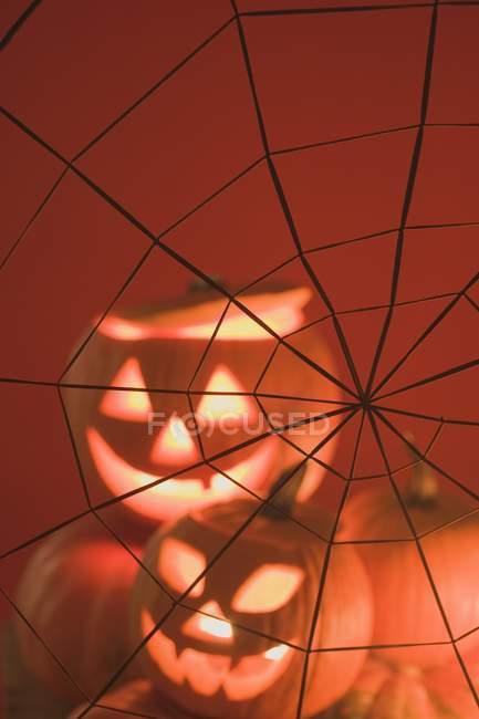 Гарбуз ліхтарями і павутиння — стокове фото