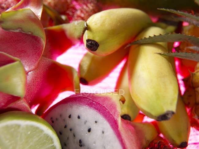 Closeup view of exotic fruit still life — Stock Photo