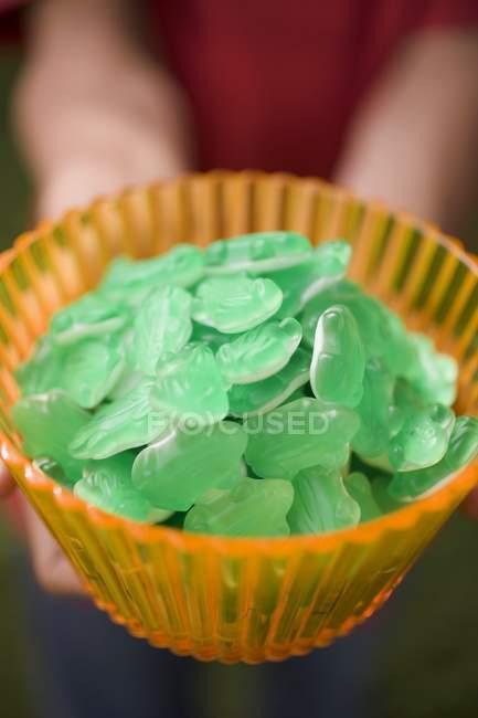 Bol en verre de bonbons — Photo de stock