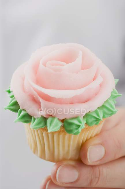 Female hands holding cupcake — Stock Photo