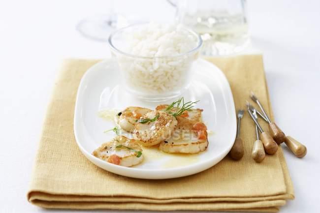 Capesante fritte con riso — Foto stock