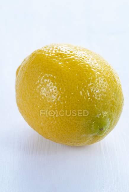 Frische reife Zitrone — Stockfoto