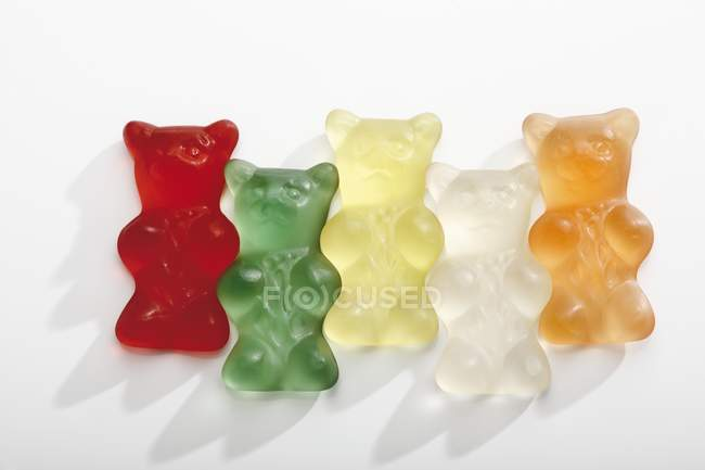 Различные цветные gummi медведи — стоковое фото