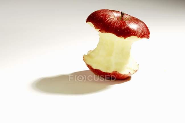 Núcleo de manzana madura - foto de stock