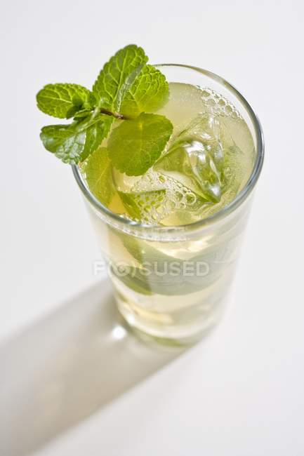 Mojito-Cocktail im Glas — Stockfoto