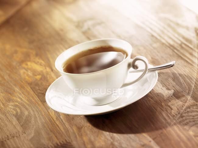 Tazza di tè sul tavolo — Foto stock