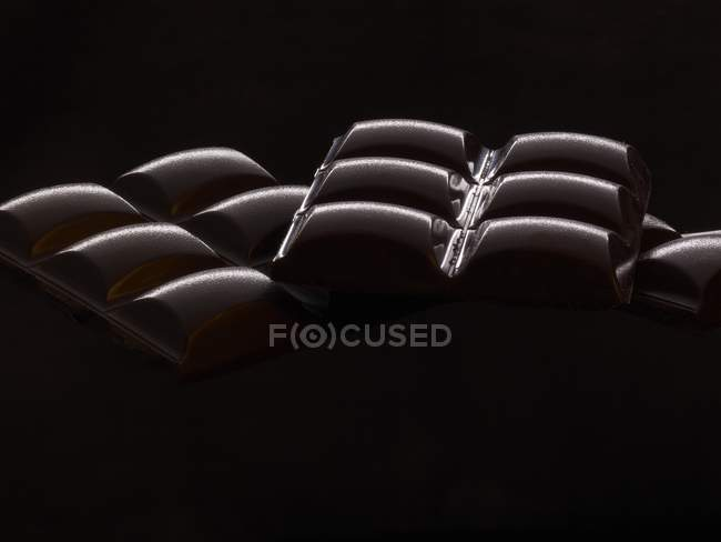 Бари чорного шоколаду — стокове фото
