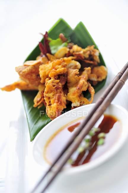Garnelen und Tintenfisch mit Sojasauce — Stockfoto