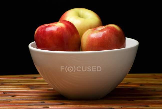 Fresh Apples in White Bowl — Stock Photo