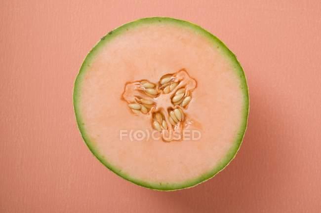 Melão cantalupo metade — Fotografia de Stock