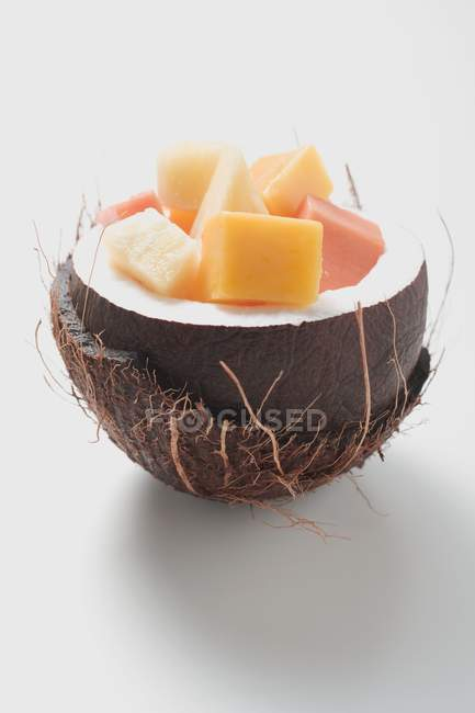 Экзотический фруктовый салат — стоковое фото