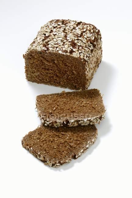 Цільнозерновий хліб з насіння — стокове фото