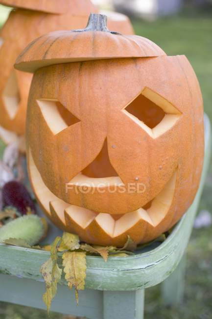 Резные тыквы лица — стоковое фото