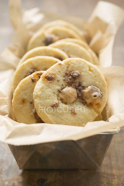 Freshly-baked cookies in baking pan — Stock Photo