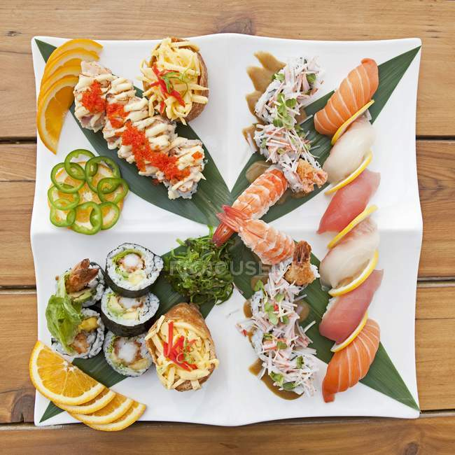Sushi and sashimi sampler platter — Stock Photo