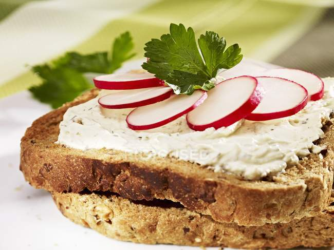 Cream cheese and radishes — Stock Photo