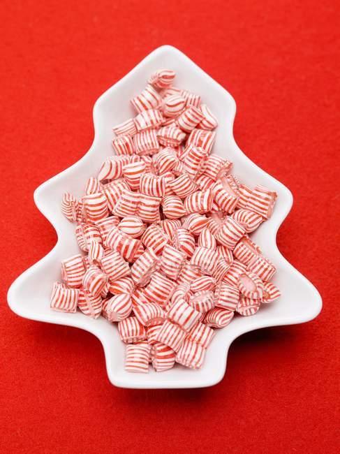 Peppermints listrados vermelhos e brancos — Fotografia de Stock