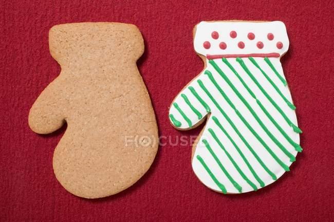 Galletas de Navidad en forma de manoplas - foto de stock