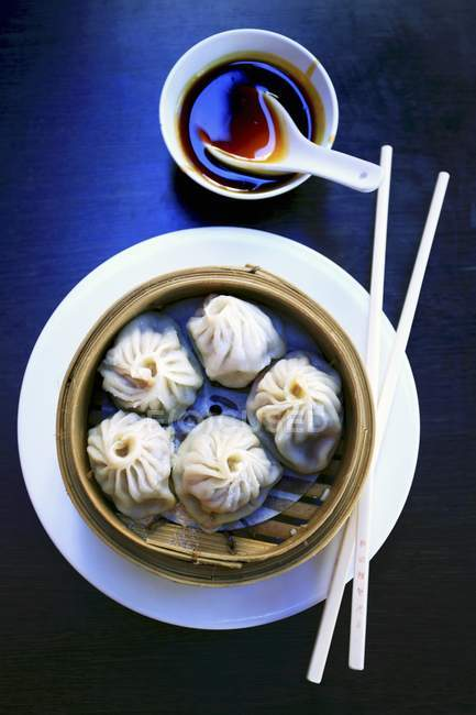 Dim sum in bamboo steamer — Stock Photo