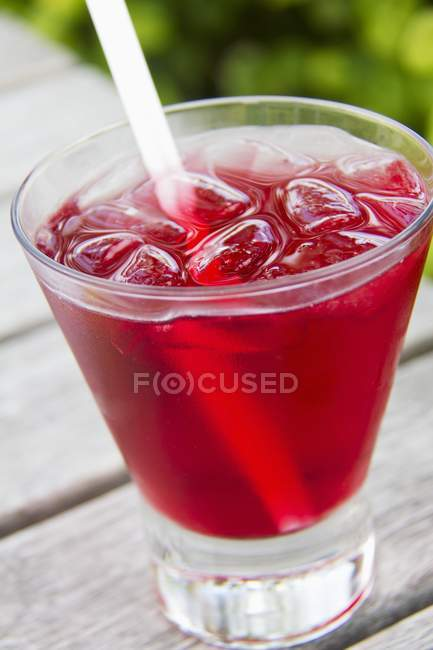 Vodka and cranberry juice cocktail — Stock Photo