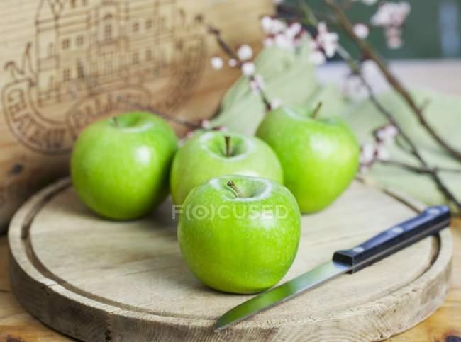 Four Granny Smith apples — Stock Photo