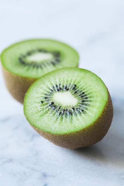Green sliced kiwi — Stock Photo