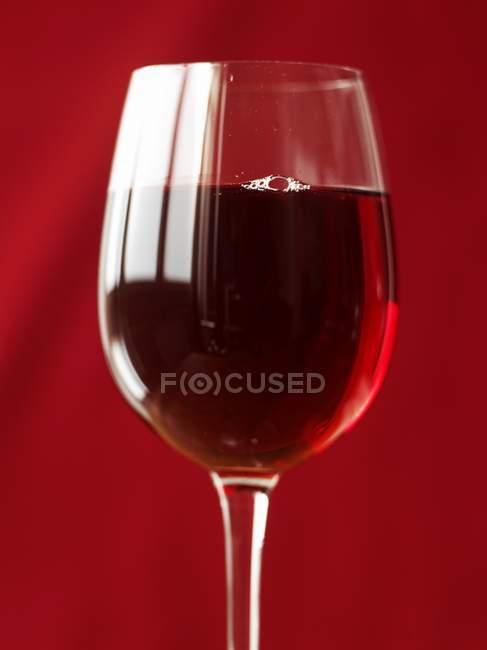 Copa de vino tinto - foto de stock