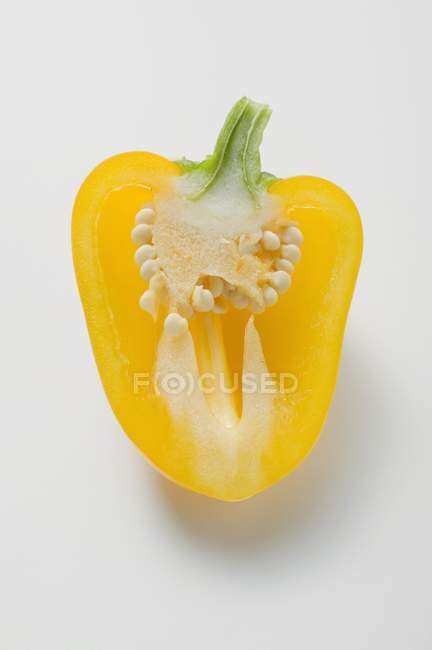 Mezzo peperone giallo — Foto stock