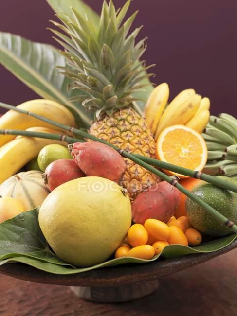 Экзотические фрукты Натюрморт — стоковое фото