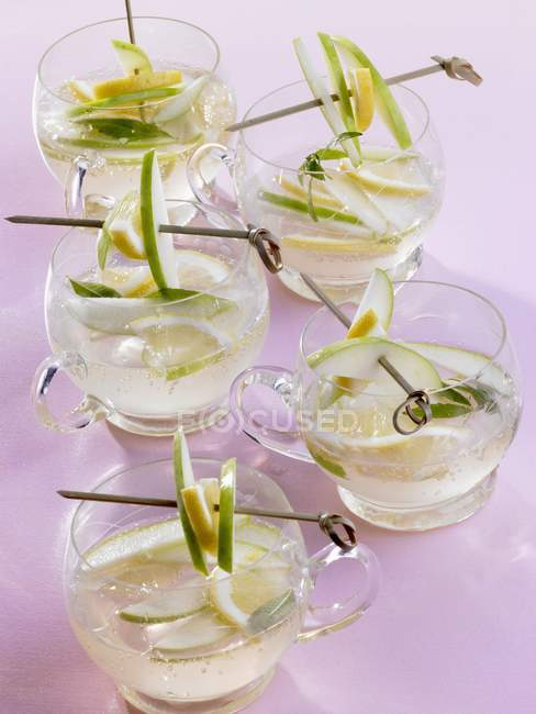 Apple punch decorated with fruit slices — Stock Photo