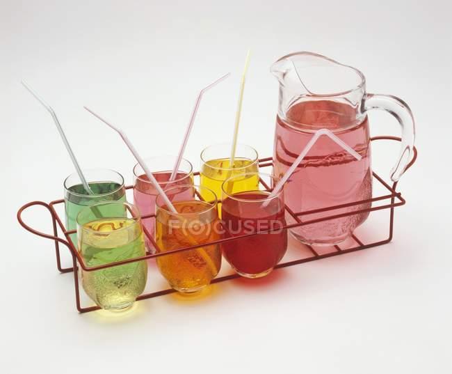 Verschiedene farbige alkoholfreie Getränke — Stockfoto