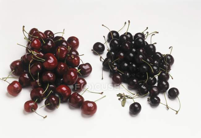 Sweet and sour cherries — Stock Photo