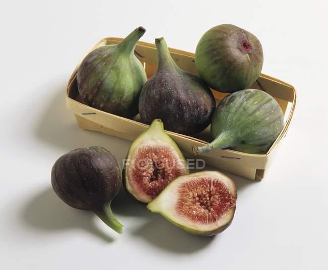 Green fresh figs in box — Stock Photo