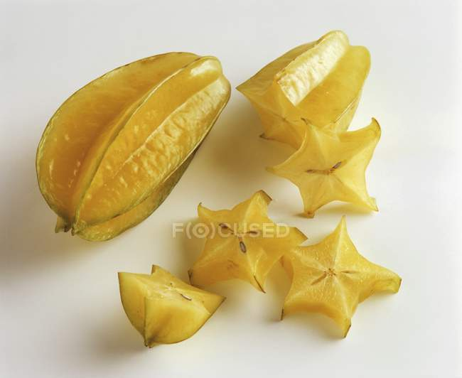 Whole and sliced carambolas — Stock Photo